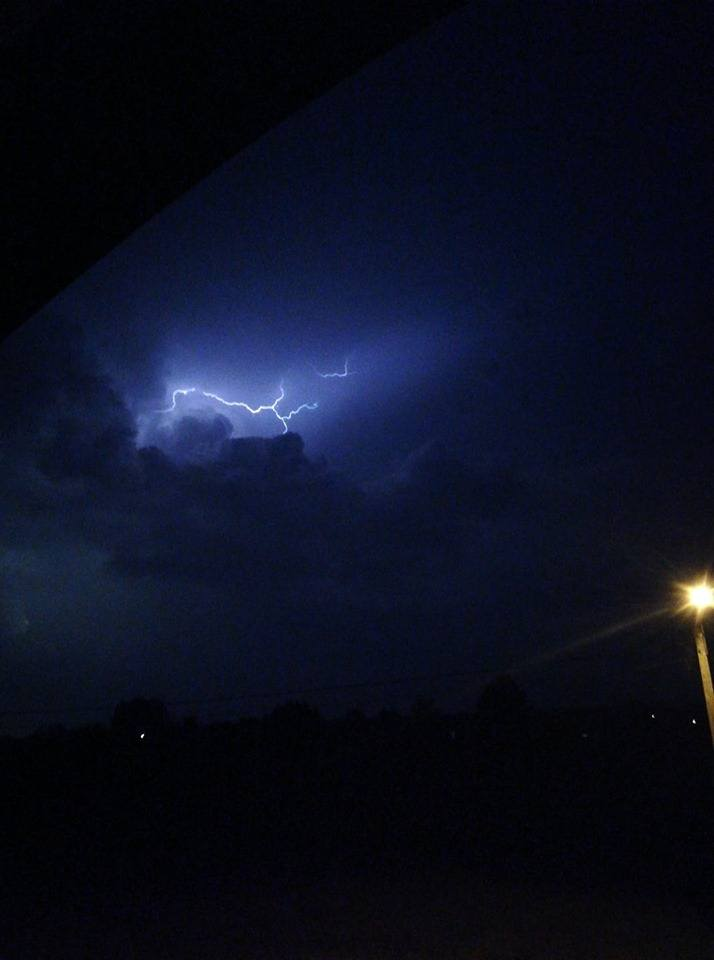 W sobotę, 15 czerwca i w nocy z 15 na 16 czerwca przez nasz region przeszedł front burzowy. Wielu Czytelników uwieczniło  burzę na zdjęciach. Tak wyglądała