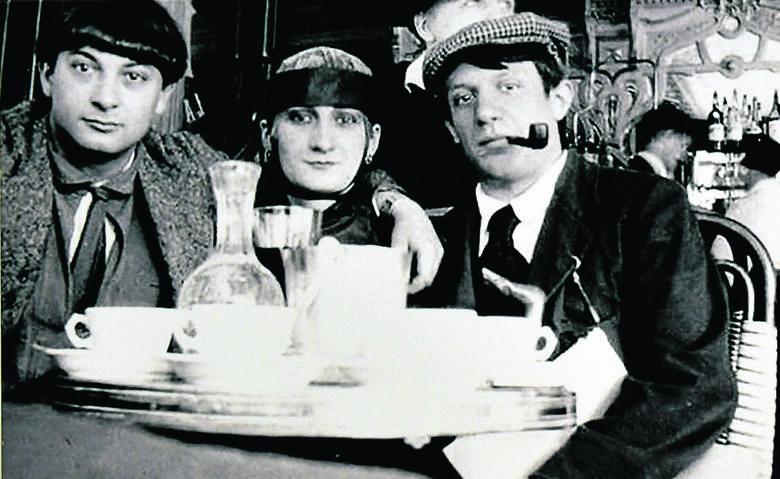 Od lewej: Moïse Kisling, aktorka Paquerette i Pablo Picasso, w café La Rotonde, 1916 r.