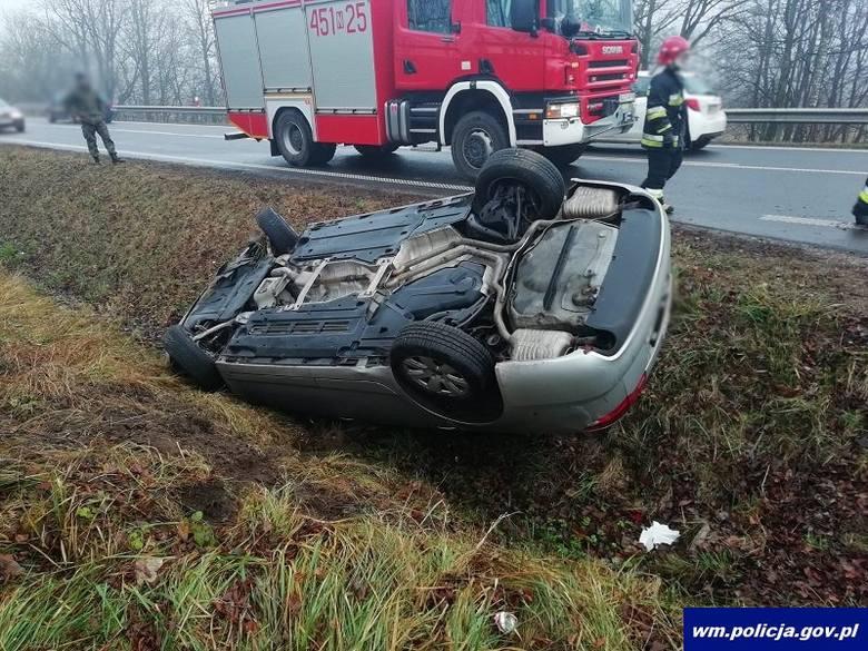 Do niecodziennego zdarzenia doszło dziś w godzinach porannych na drodze krajowej nr 65 w pobliżu miejscowości Kozaki. Około godz. 8.30 oficer dyżurny