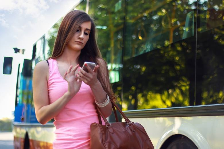 Ciebie też to doprowadza DO SZAŁU? TOP 10 najbardziej WKURZAJĄCYCH zachowań w komunikacji miejskiej