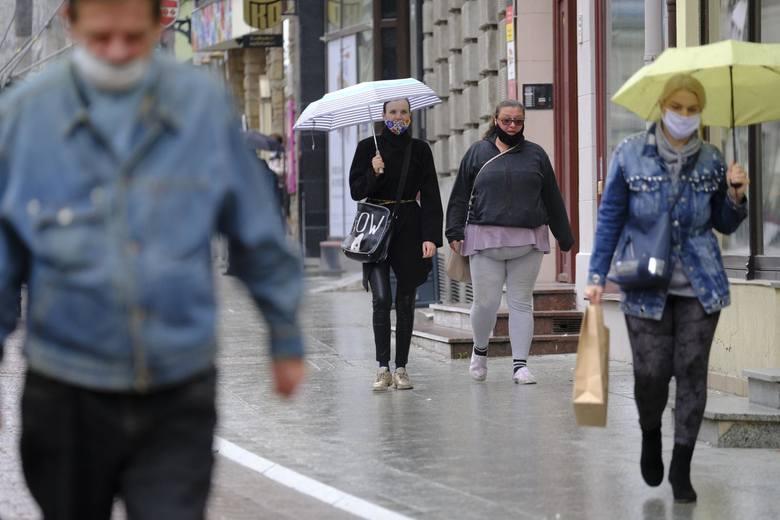 W czwartek Ministerstwo Zdrowia poinformowało o 8099 nowych przypadkach koronawirusa w Polsce.