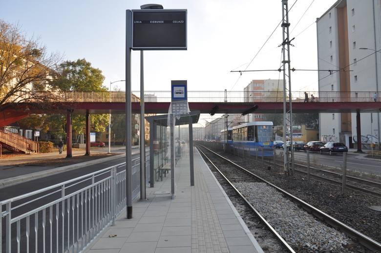"""Od soboty tramwaje będą zatrzymywały się na nowym przystanku """"Kolejowa"""" na ul. Grabiszyńskiej, o ile pozytywnie przejdzie odbiór. Ten"""