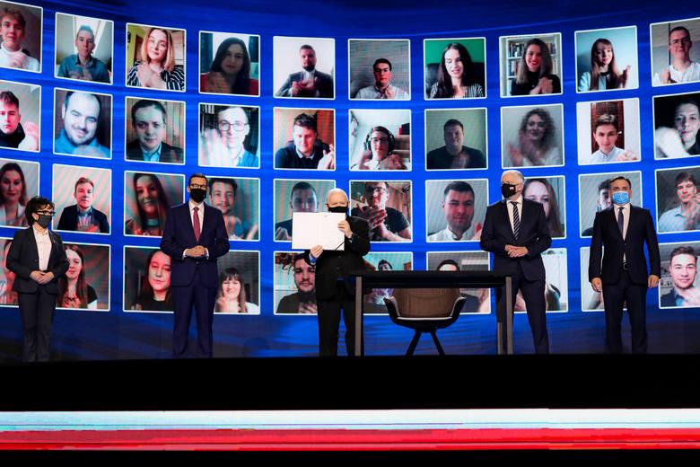 Podczas konwencji liderzy Zjednoczonej Prawicy podpisali nową deklarację programową