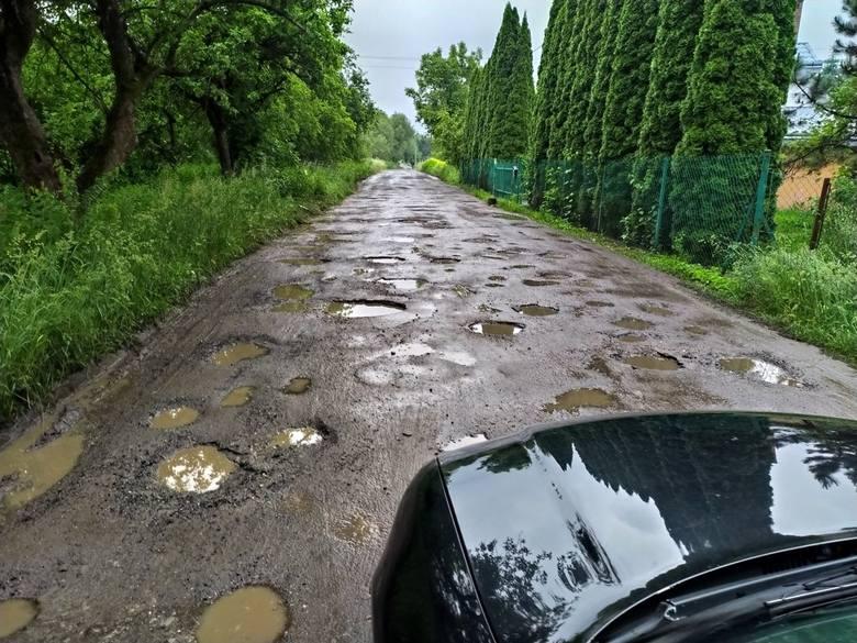 Stan wielu dróg w Przemyślu nie jest idealny. To wiadomo nie od dziś. Potrzeba dużych nakładów finansowych, aby kierowcy nie narzekali. Ul. Przerwa w