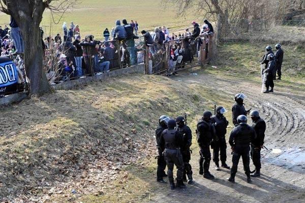 Marcowe derby Przemyśla z 2009 r. odbyły się bez udziału publiczności. W mieście doszło do starć. W stronę policji poleciały kamienie, butelki, wyrwane