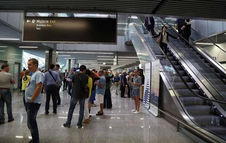 Wielkie Zwiedzanie Nowego Terminalu Na Lotnisku W Balicach Zdjęcia