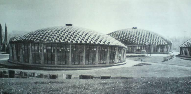 <strong>Przystanek 2:OPT</strong><br /> Idąc kilkaset metrów na wschód aleją Planetarium (na styku z al. Targową skręcamy w prawo) dojdziemy do najbardziej kosmicznego kompleksu wystawienniczego, jaki wybudowano w Polsce w XXwieku. To Ośrodek Postępu Technicznego na wschodnim krańcu Parku Śląskiego. <br...