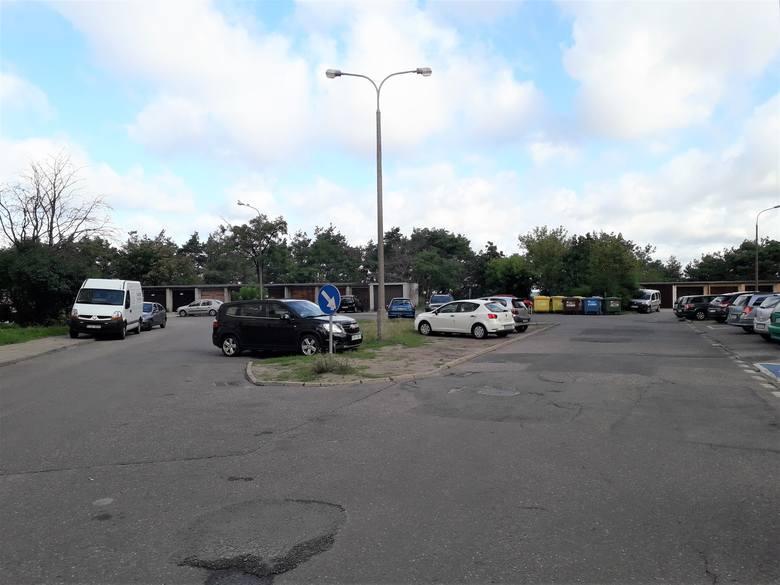 14 września (poniedziałek) na ul. Szarych Szeregów w Bydgoszczy rozpoczęła się budowa parkingu. W ramach inwestycji powstanie blisko 50 miejsc parkingowych.