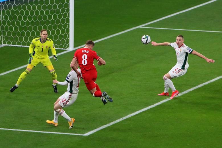 Reprezentacja Polski zremisowała w pierwszym meczu eliminacji do MŚ 2022 z Węgrami. Nasi rywale strzelili gola na początku obu połówek, ale polski zespół