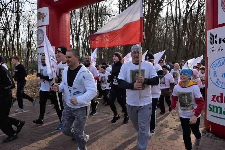 Bieg Tropem Wilczym w Białymstoku. Kilkuset mieszkańców oddało hołd Żołnierzom Wyklętym (zdjęcia)