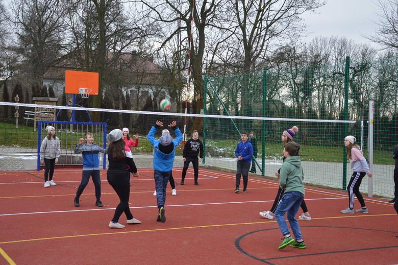 Żębocin. Szkoła Podstawowa ma nowe boisko sportowe