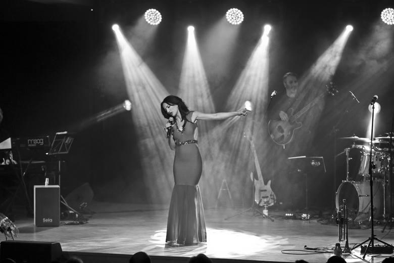 W piątek, 12 lutego w Zielonej Górze Justyna Steczkowska rozpoczęła akustyczną trasę walentynkowych koncertów. Zaśpiewała przy pełnej hali Uniwersytetu