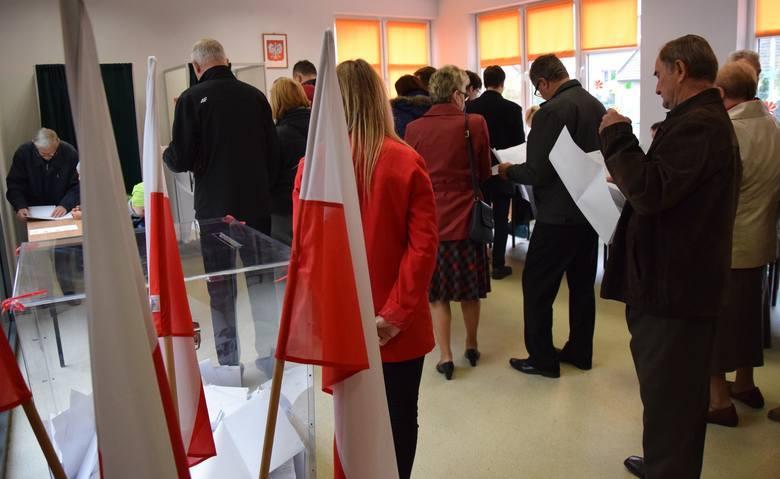 W niedzielę Polacy wybiorą posłów i senatorów