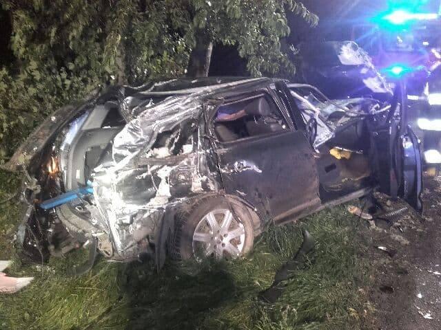 Do groźnego wypadku doszło około godz. 1 w nocy (23 września) na drodze krajowej nr 6 niedaleko Malechowa. Strażacy odebrali zgłoszenie o roztrzaskanym