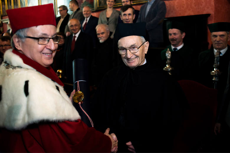 Profesor Samsonowicz doktorem honoris causa UJ [ZDJĘCIA]