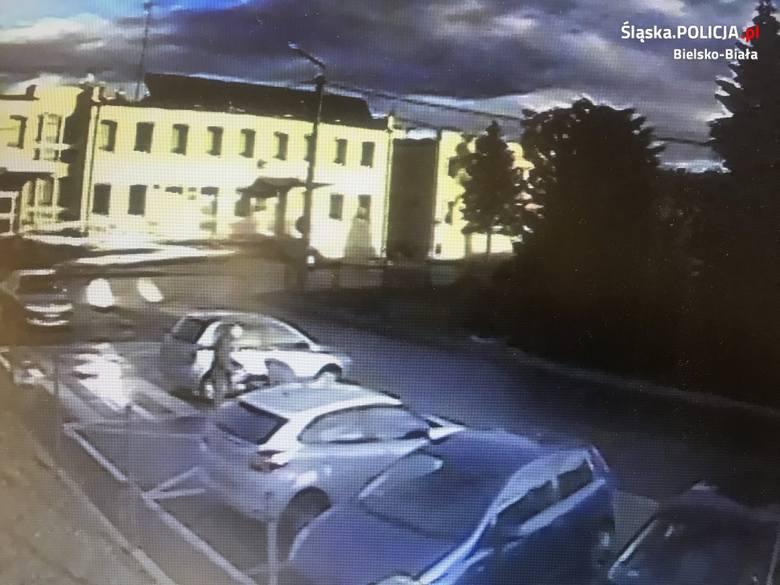 Kobieta zaparkowała swój samochód na wyznaczonym miejscu parkingowym. Kiedy wróciła okazało się, że samochód znajdował się kilka miejsca parkingowych