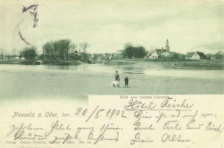 Na rycinie z 1902r przedstawiającej wejście do portu, Harcerskiej Górki brak. Nie mogła więc powstać w 1897 r,, jak kiedyś sądzono.