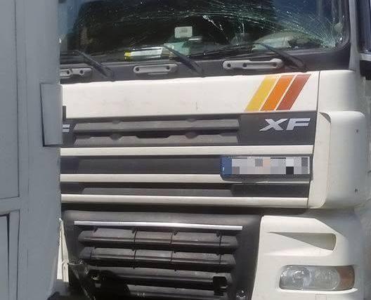 W poniedziałek przed godz. 14 doszło do zderzenia ciężarówki z autobusem.