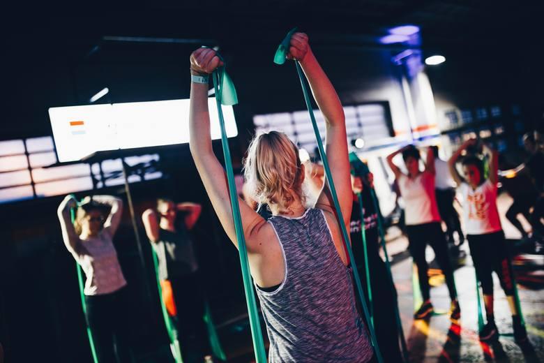 Pogodzenie planu treningów i diety to kwestia, która wymaga dobrej organizacji czasu i wprawy. Gdy odpowiednio wcześniej nie zdążysz doładować kalorii,