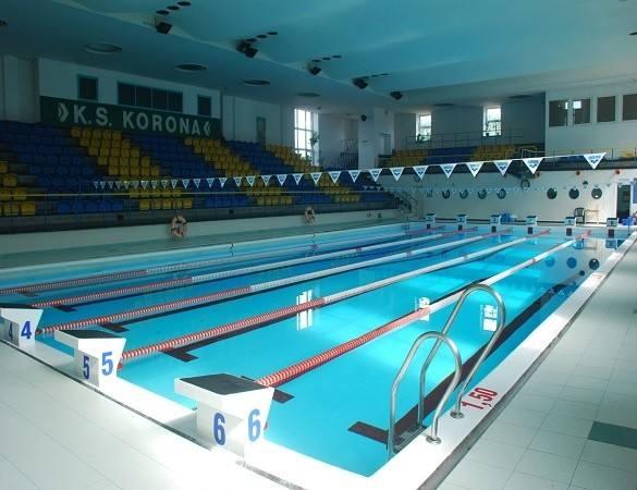 Klub Sportowy Korona Krakówul. Kalwaryjska 9-15Basen czynny od 28 maja 2021 roku.GODZINY OTWARCIABasen jest czynny w godz. 7.15 - 22.15Dokładne godziny