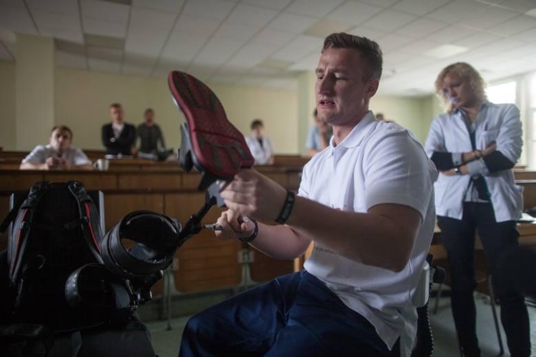 Egzoszkielet zamiast wózka inwalidzkiego. W Łodzi testowano supernowoczesny sprzęt