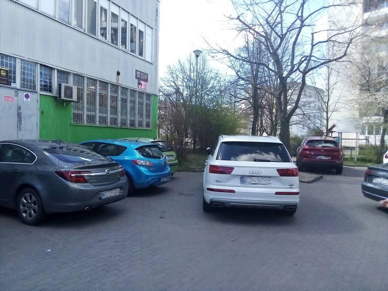 Gdańsk Suchanino pozdrawia Pana z audi - napisał autor zdjęcia. - Straż miejska nic nie zrobiła i trzeba było czekać na Pana kilkadziesiąt minut.