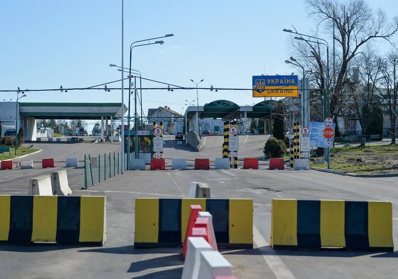 W nocy z 14 na 15 marca Polska zamknęła granicę z Ukrainą w Medyce, Krościenku i Budomierzu. Cały ruch graniczny skierowano do Korczowej. Zawieszone