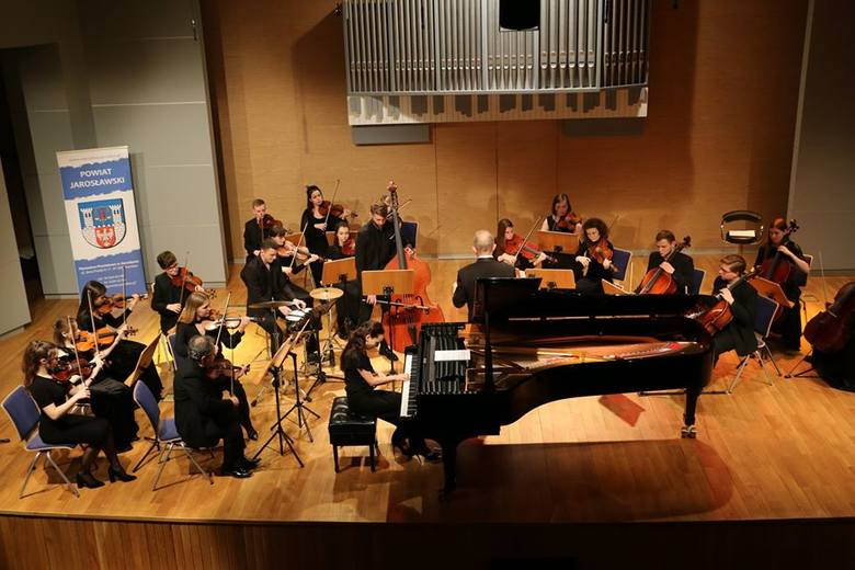W sali koncertowej Zespołu Państwowych Szkół Muzycznych w Jarosławiu wystąpiła Lwowska Orkiestra Kameralna Akademia, pod dyrekcją Igora Pylatyuka. Artyści