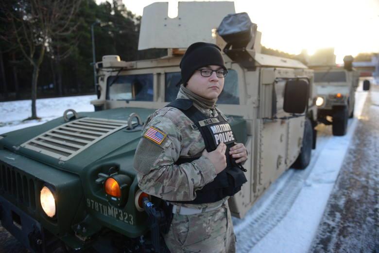 I na granicy, i w Żaganiu przed przyjazdem pojawiali się żołnierze oddziałów wsparcia.