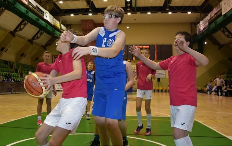 W ramach Inowrocławskiego Święta Koszykówki, na parkiecie hali widowiskowo-sportowej zmierzyły się drużyny KSK Noteć Inowrocław - UKS MGOKSiR Gniewkowo
