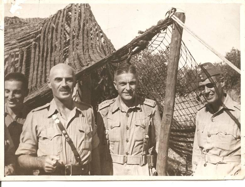 Generał Skąpski (drugi od prawej) z generałem Władysławem Andersem (drugi od lewej)