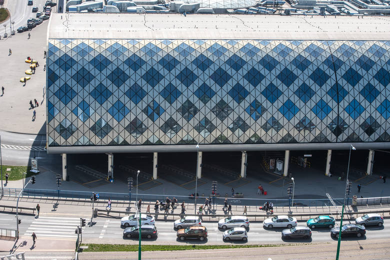 Do dziś oddany w 2012 roku dworzec kolejowy w Poznaniu wzbudza ogromne emocje wśród mieszkańców i pasażerów