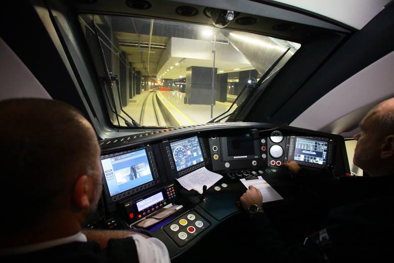 Pierwszy pociąg wjedzie na dworzec w niedzielę o godz. 5.30. To kurs ze Skierniewic. Prezydent Łodzi Hanna Zdanowska zapowiedziała, że wjedzie na Fabryczny