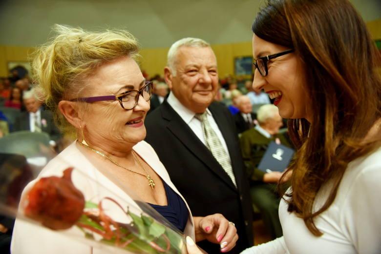 13 września 2019 r w Filharmonii Zielonogórskiej swoje święto miały zasłużone małżeństwa. Szanownych gości przywitała zastępca wójta Izabeli Mazurkiewicz