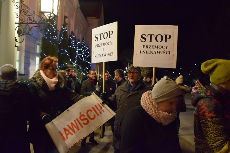 Człuchów Stop przemocy i nienawiści – pod takim hasłem ulicami Człuchowa przeszedł marsz milczenia.