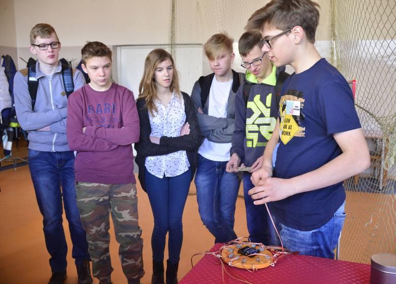 """Radom. Interaktywna wystawa Mózg 2017 """"Motywacja i Skupienie"""" w Zespole Szkół Technicznych"""