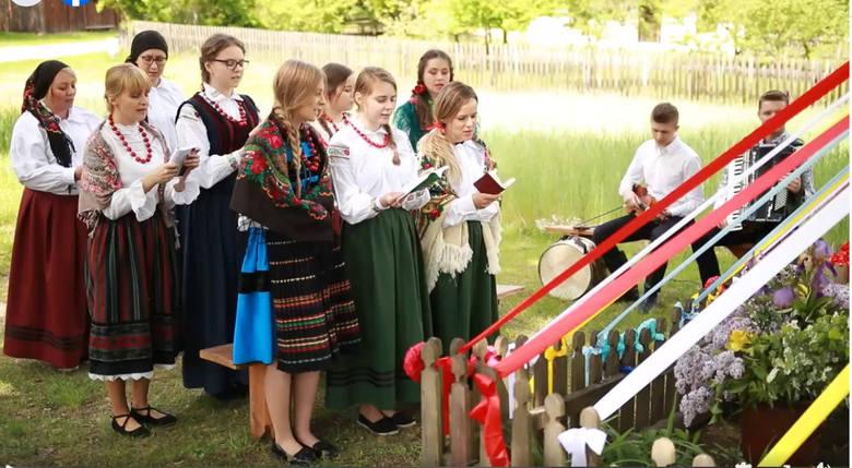 Do udziału w filmie skansen zaprosił popularny w regionie Młodzieżowy Zespół Ludowy Guzowianki, wywodzący się z powiatu szydłowieckiego.