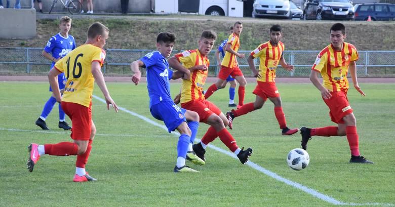 Piłkarze Korony Kielce rozpoczęli rywalizację w Centralnej Lidze Juniorów do 17 lat. W pierwszej kolejce w grupie D zmierzyli się na stadionie przy ulicy