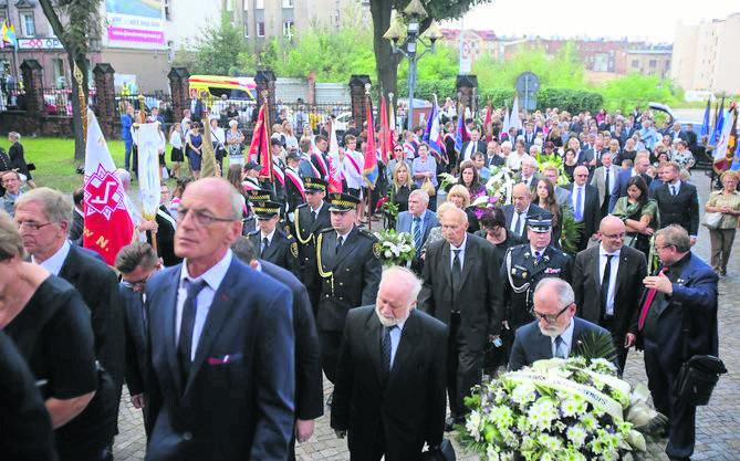 Tłumy katowiczan oraz Polonii towarzyszyły w ostatnim pożegnaniu swojego pasterza - biskupa pielgrzyma