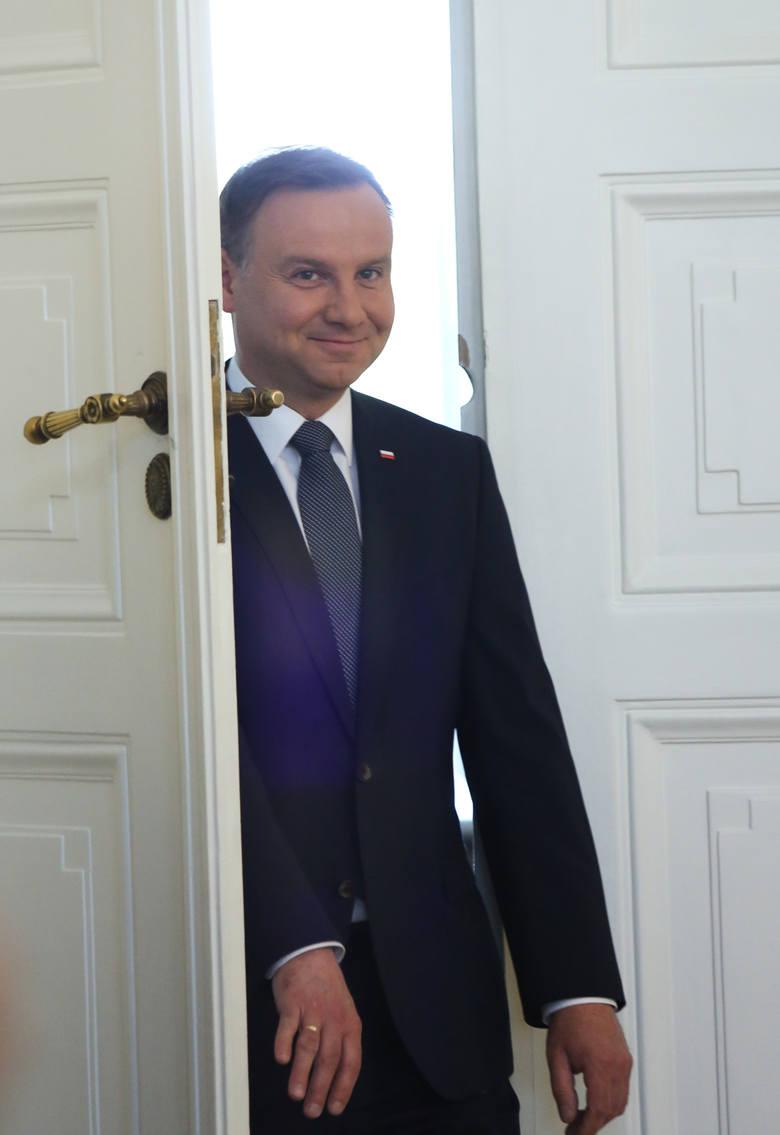 Prezydent Andrzej Duda podjął 10 zobowiązań względem swoich rodaków. Wierzyć, a móc to jednak dwie różne sprawy...