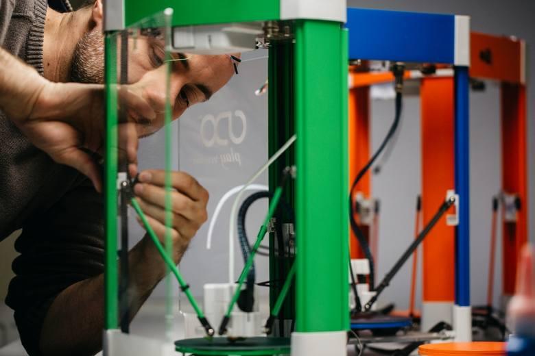 Głównym obszarem działalności Infinum 3D jest projektowanie, produkcja oraz wdrażanie nowoczesnych sterowników do drukarek 3D oraz wszystkich związanych z tym dodatkowych akcesoriów i komponentów.<br /> Dzięki połączeniu wiedzy z zakresu elektroniki, wieloletniego doświadczenia w biznesie,...