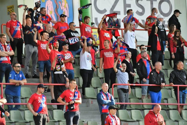 Tak Fani Rakowa Częstochowadopingowali beniaminka Ekstraklasy w starciu z Arką Gdynia Zobacz kolejne zdjęcia. Przesuwaj zdjęcia w prawo - naciśnij strzałkę