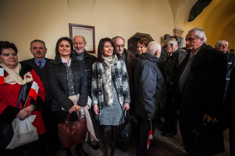 Spośród pięciu uniewinnionych żyje dwóch, w tym Józef Borowski  (pierwszy z lewej). - Decyzja sądu bardzo by męża ucieszyła - powiedziała nam Marta Gulcz, wdowa po Tadeuszu Gulczy (druga z lewej). Po prawej dr Marek Szymaniak z IPN, którego sąd powołał na świadka.