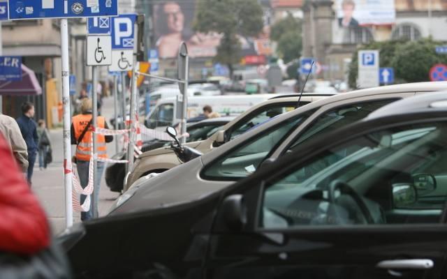 Płatny wjazd do centrum Katowic? To pomysł, z pozoru trudny do zaakceptowania, który jednak należałoby rozważyć. Pomysł, który choć nieśmiało, to coraz