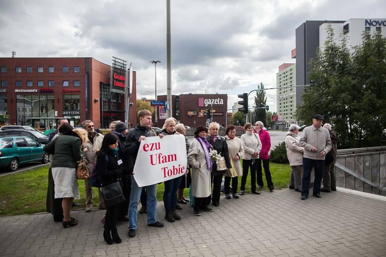 Modlili się na ulicach Łodzi [ZDJĘCIA+FILM]