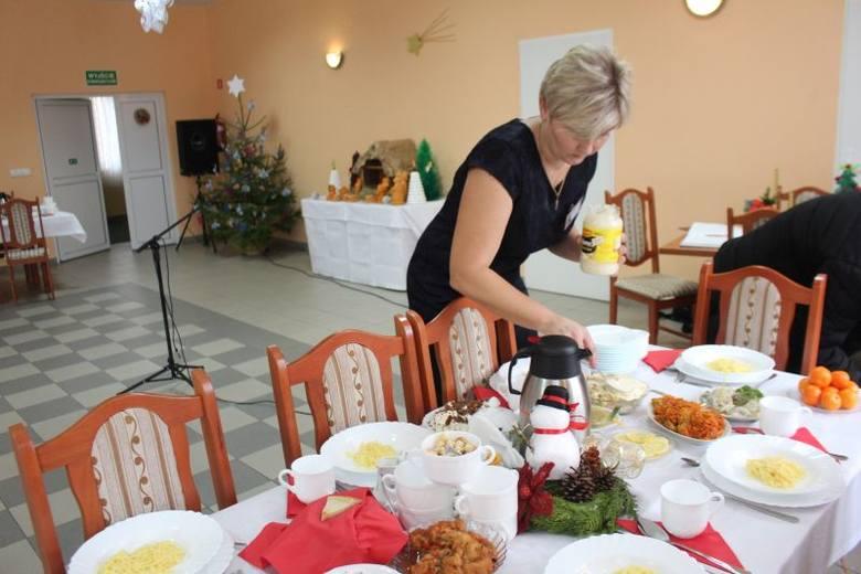 Panie z KGW w gminie Radziejów spotkały się na wigilijnej wieczerzy - gospodyniami spotkania były panie z  Koła Gospodyń Wiejskich w Starym Radziejowie.