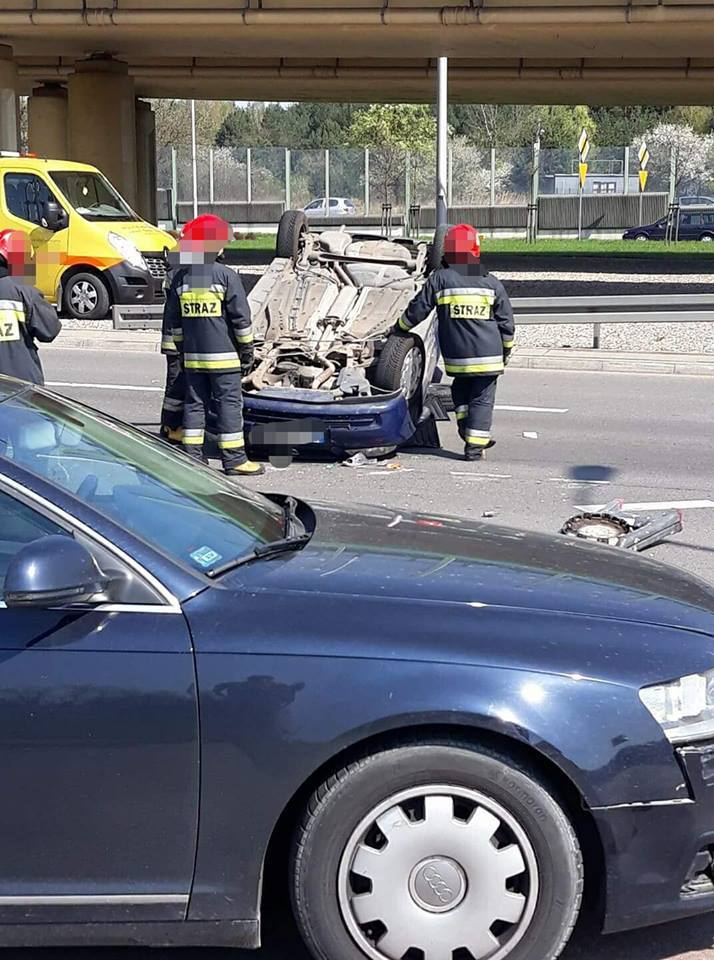 W sobotę około godz. 11 przy skrzyżowaniu ulic Maczka i Al. 1000-lecia P.P. doszło do wypadku.Zdjęcia z wypadku pochodzą z fanpejdża Kolizyjne Podlasie
