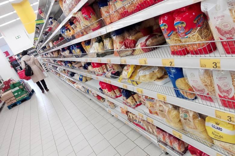 Sanepid poszukuje osób, które robiły przedświąteczne zakupy w sklepie Dino. Inspektor Sanitarny wydał komunikat 16 kwietnia 2020 roku.WIĘCEJ NA KOLEJNYM