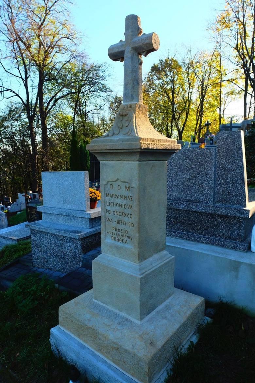 To nagrobki na cmentarzu parafialnym w Dobczycach odnowione w tym roku ze środków z kwesty