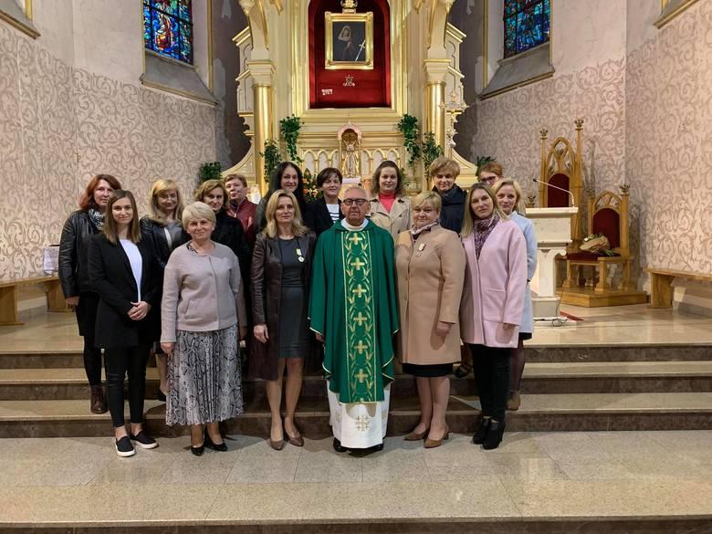 W ostatnią niedzielę 12 października w kościele parafialnym pod wezwaniem świętej Jadwigi Śląskiej w Odrzywole miała miejsce miła uroczystość wręczenia